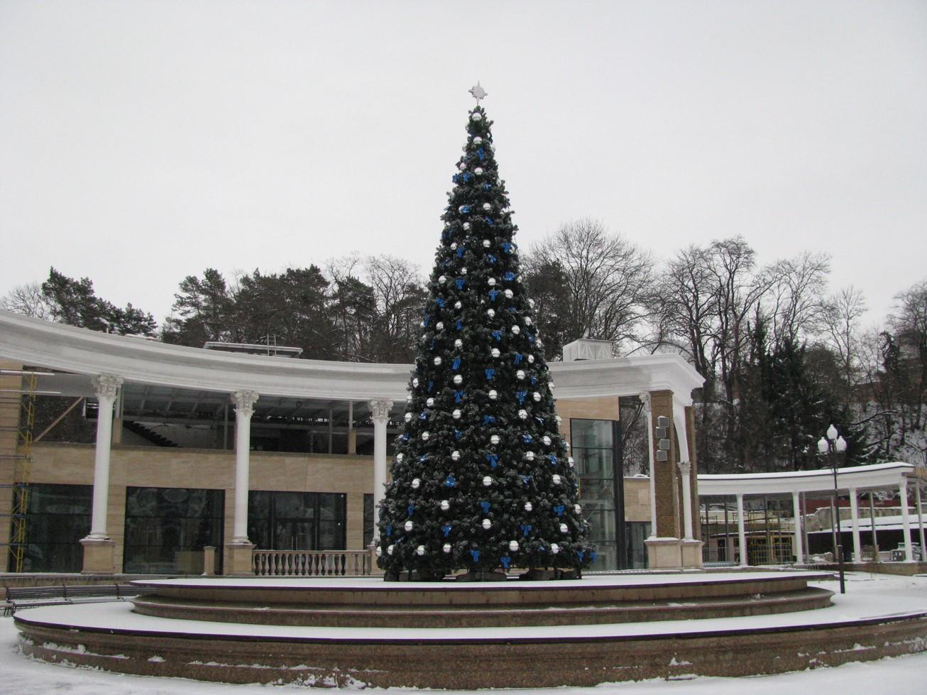 Дорогие жители и гости города-курорта Кисловодска! Приглашаем встретить Новый год вместе с нами на Курортном бульваре!