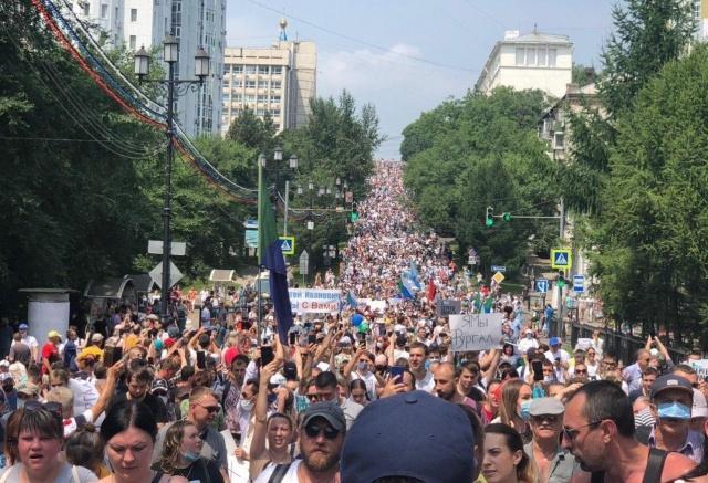 Почему продолжаются акции в поддержку арестованного губернатора Хабаровского края ?
