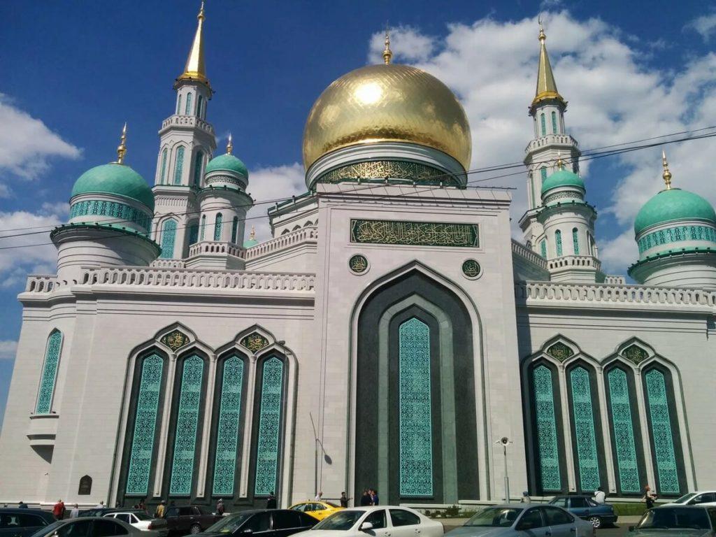 Поздравляем мусульман с великим праздником ислама Курбан-байрам!