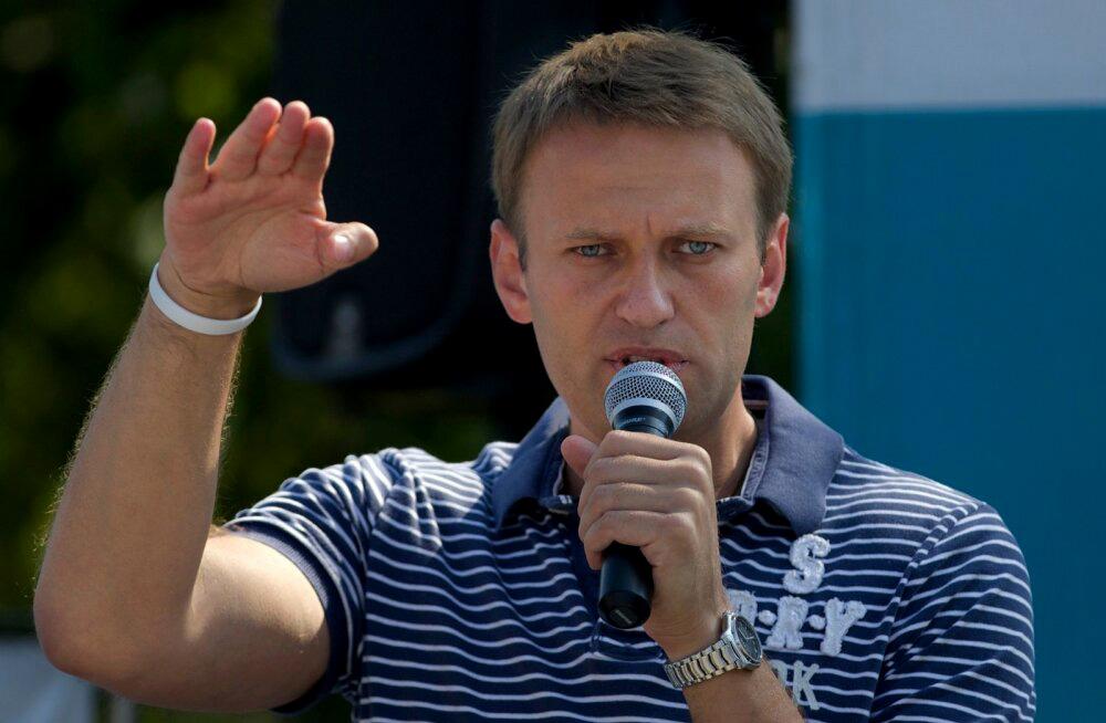 Российские врачи объявили нетранспортабельным главу ФБК Алексея Навального, за которым вылетел самолет из Германии