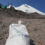 Журналисты Кавминвод приняли участие в масштабной очистке склонов Эльбруса