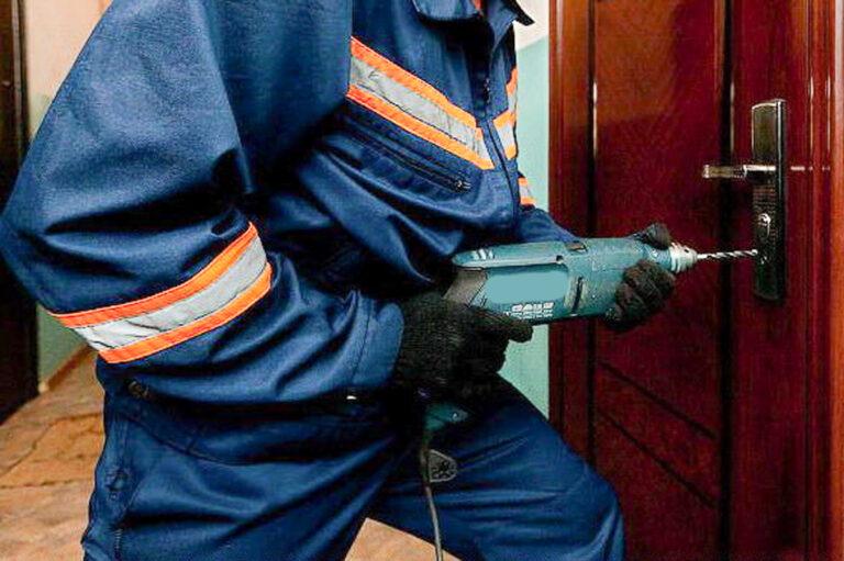 В двух квартирах на Ставрополье спасатели обнаружили умерших хозяев