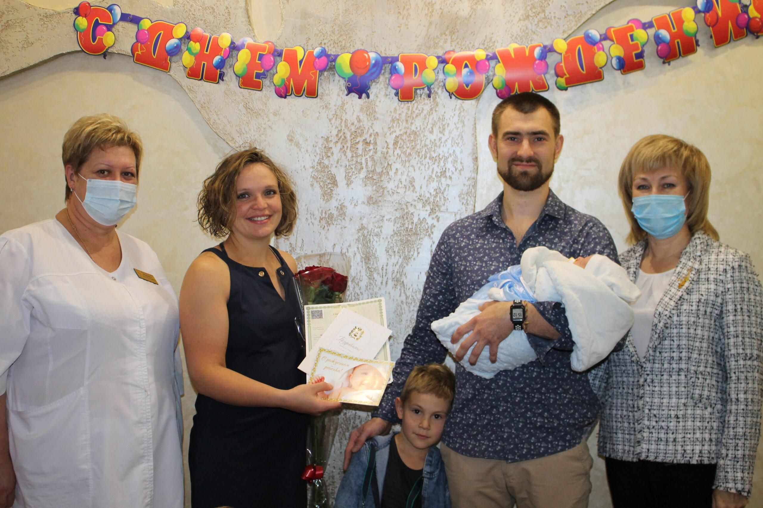 Новорожденный кисловодчанин Дмитрий первым получил свидетельство о рождении непосредственно в роддоме