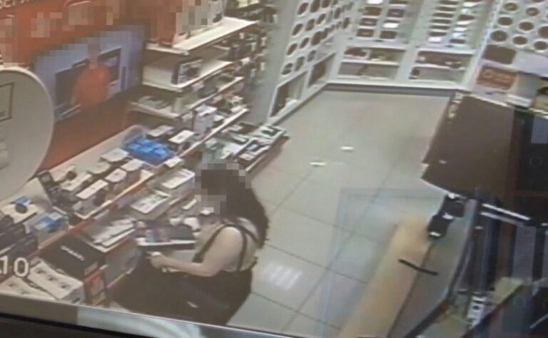 Кисловодчанка украла из сетевого магазина игровую приставку