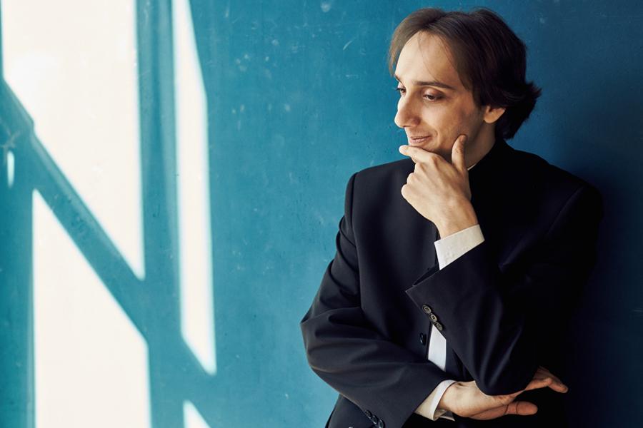 С Международным Днем музыки читателей НК поздравил знаменитый пианист Мирослав Култышев