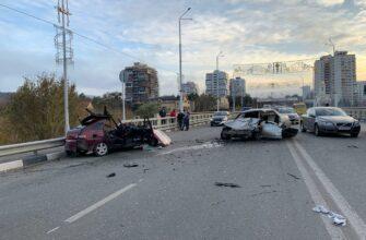 Жуткое столкновение двух легковых автомобилей произошло на проспекте Победы в Кисловодске