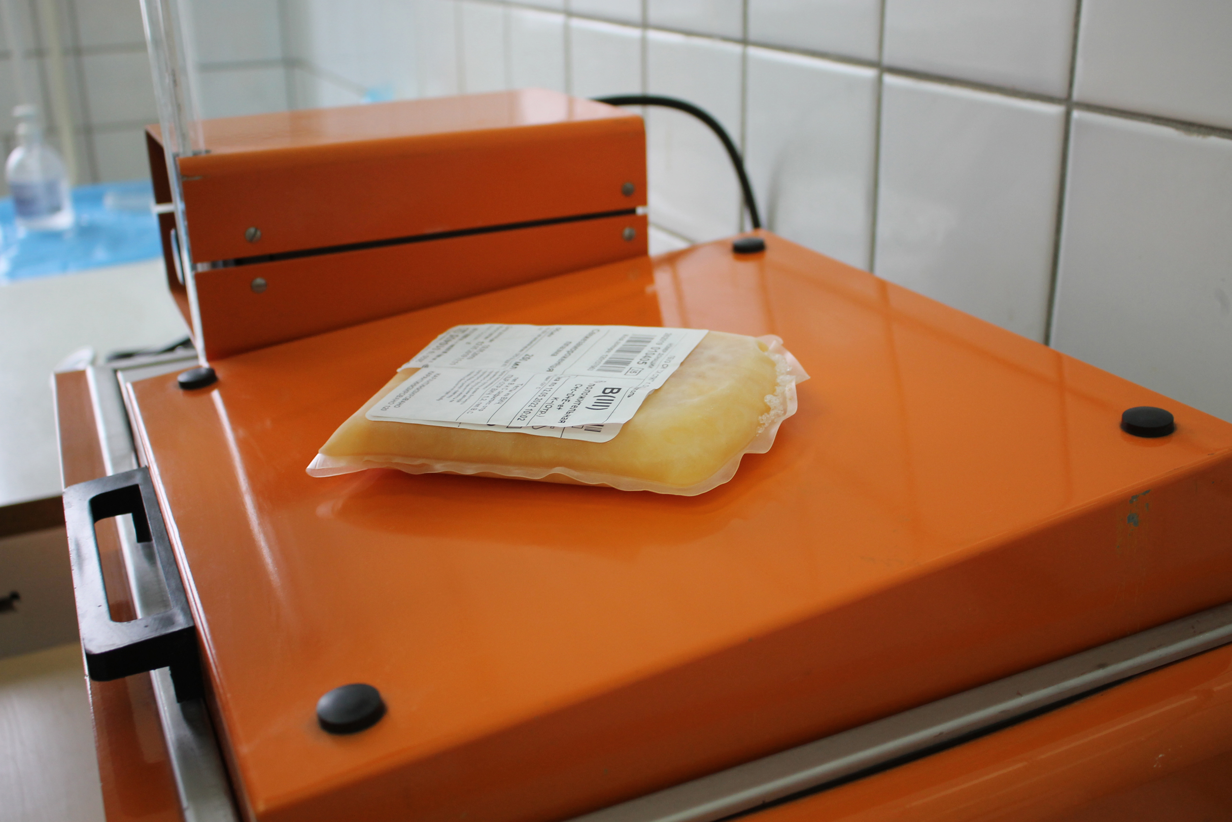 Больницам, работающим в плановом режиме, из-за пандемии остро не хватает донорской крови, требуется помощь