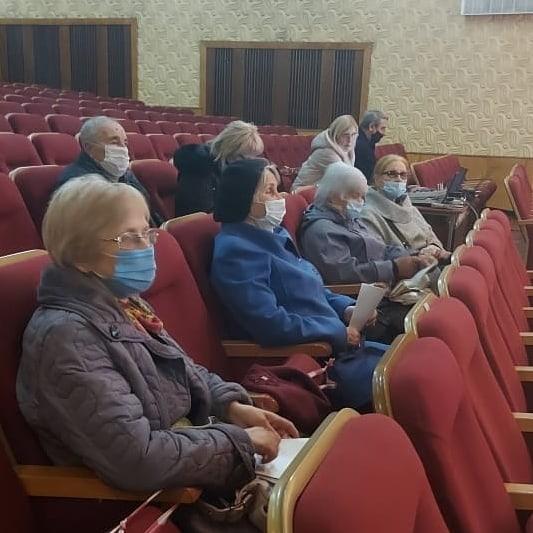 """Кисловодские пенсионеры учатся снимать видео для """"ТикТока"""""""
