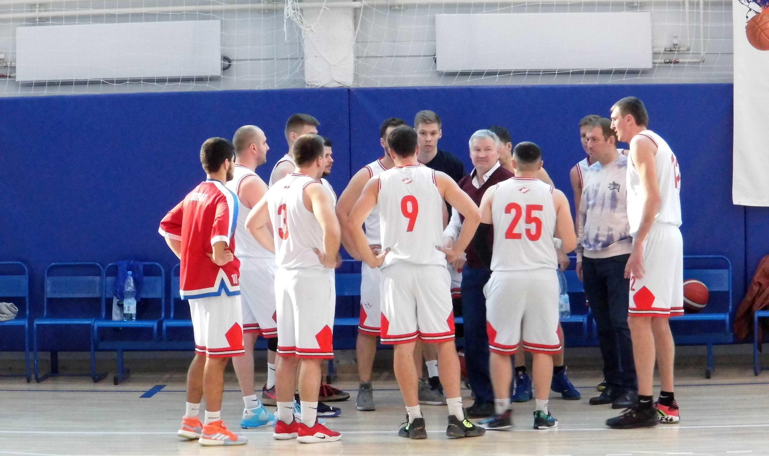 Баскетбол, мужчины в первом туре чемпионата: победа и неудача