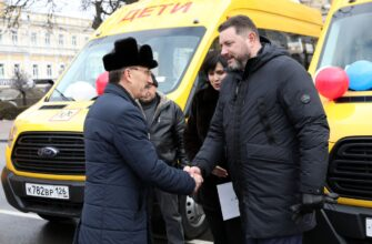 Учащиеся двух кисловодских школ получили новые автобусы