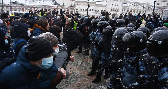 Президент России подписал закон о штрафах за неповиновение силовикам на митингах