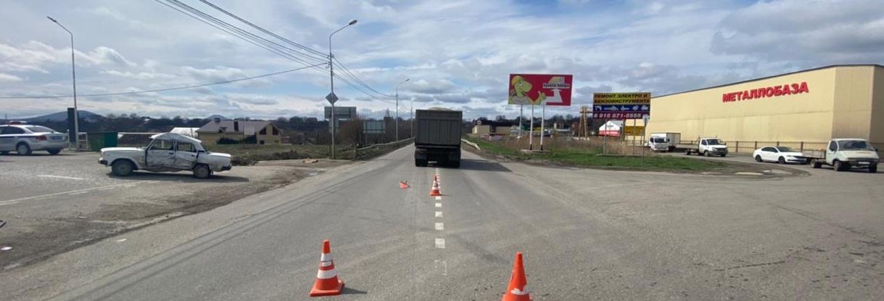 В Пятигорске в результате столкновения двух автомобилей погиб водитель