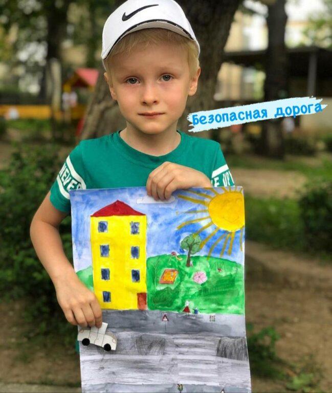 Кисловодские автоинспекторы организовали для малышей конкурс тематических рисунков