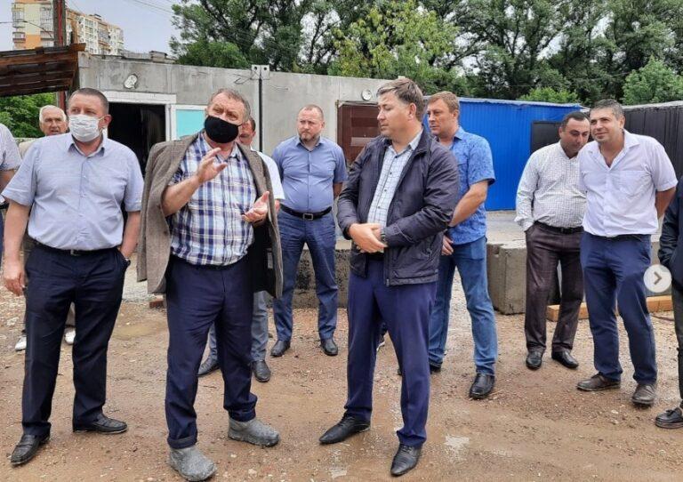 Первый зампред правительства Ставрополья взял под личный контроль реализацию проектов строительства и благоустройства Кисловодска