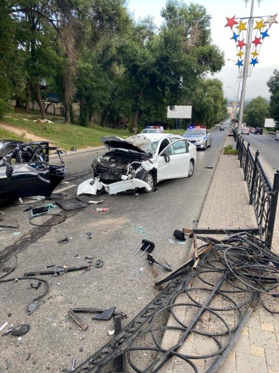 Три человека получили ранения в лобовом столкновении в Пятигорске