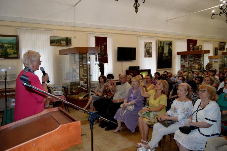 В окружении читателей… Татьяна Устинова в Кисловодске