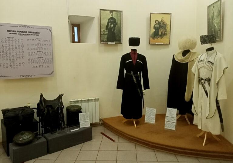 """«Адыги: рыцари, всадники, воины …» Новая выставка открылась в музее """"Крепость"""""""