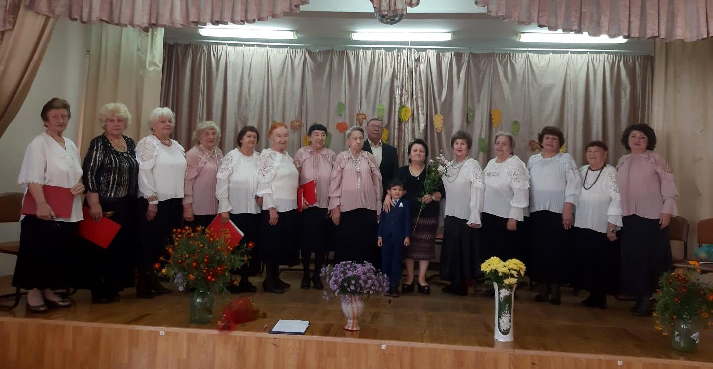 Хор ветеранов Кисловодска творчески поздравил пожилых людей